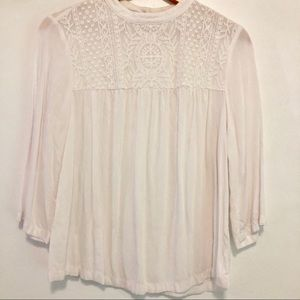 Old Navy Tops - Old navy 3Q length sleeves top with lace detail